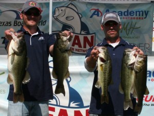 David Bueche and Ander Meine lead day one at the FAN Championship on Lake Austin